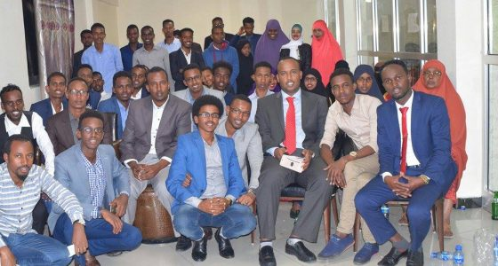 Agaasimaha  guud ee Wasaarada Waxabrashada iyo Tacliinta Sare oo la kulmay ardayda Punland ee wax ka barata dalka Ethiopia